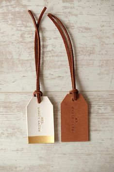 Mr and Mrs Luggage Tag, Custom Couple Travel Tag, Personalized Leather Luggage Tags - Wedding Gift for Couple, Newly Wed Honeymoon Gift Diy Leather Luggage Tags, Leather Bags Handmade, Luggage Tag Diy, Leather Gifts, Leather Accessories, Leather Jewelry, Leather Craft, Gold Leather, Luggage Tags Wedding