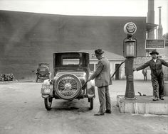 "Washington, D.C., 1920. ""Nation's Business."" the filling station. 8x10 inch glass negative by Harris & Ewing. Shorpy Historic Picture Archive :: Self-Service: 1920 high-resolution photo"