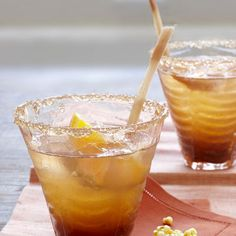 This tamarind-ginger cooler is a sweet-sour drink from India. Smoothie Popsicles, Juice Smoothie, Smoothies, Party Food And Drinks, Fun Drinks, Beverages, Non Alcoholic Drinks, Cocktail Drinks, Cocktails
