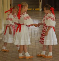 Folk Costume, Costumes, Dfs, Eastern Europe, Kids Wear, Ukraine, Activities For Kids, Harajuku, Children