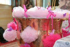 Decor cristelnita pt botez Baby Shower, Candy, Bar, Flowers, Fashion, Babyshower, Moda, Fashion Styles, Sweets