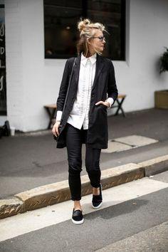 Look de trabalho, camisa branca, blazer boyfriend, tenis preto, flatform. Looks Street Style, Looks Style, Style Me, Modern Street Style, Minimalist Street Style, City Style, Style Blog, Simple Style, Mode Outfits