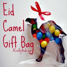 Eid Camel Gift Bag {Tutorial} by A Crafty Arab Eid Crafts, Ramadan Crafts, Crafts For Kids, Eid Gift Bags, Favor Bags, Eid Special, Girl Scout Crafts, Happy Eid, Candy Gifts
