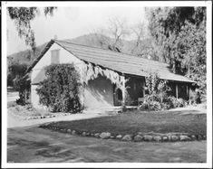 """The first house in Hollywood, California, ca.1905 :: Known as """"The Outpost"""" was built in 1855 by Don Tornas Urquidez. present day location 7061 Franklin St. House was demolished in 1924."""