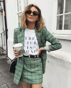 Complete look blazer and plaid print skirt shiny inexperienced coloration Spring Fashion Casual, Look Fashion, Autumn Winter Fashion, Fashion Outfits, Womens Fashion, Fall Winter, Fashion Blogger Style, Fashion Ideas, 60s Inspired Fashion