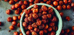 Crispy roasted chickpeas | Food24 Vegan Gluten Free, Vegan Vegetarian, Vegan Cookbook, Dishcloth, Chickpeas, Side Dishes, Roast, African, Snacks