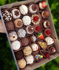 The video consists of 23 Christmas craft ideas. Mini Desserts, Banana Dessert Recipes, Dessert Cups, Love Chocolate, How To Make Chocolate, Chocolate Lovers, Brigadeiro Recipe, Chocolat Lindt, Sprinkles