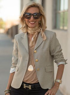The Palma Pink Boucle Jacket classic womens houndstooth blazer Fashion Over 50, Work Fashion, Classic Fashion Outfits, Fashion Photo, Fashion Fashion, Fashion Online, Fashion Jewelry, Summer Work Outfits, Fall Outfits