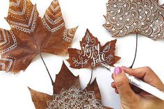 Gorgeous Leaf Craft Ideas You Must Try! - Basteln ideen Gorgeous Leaf Craft Ideas You Must Try! Handicrafts with natural materials Make autumn Kids Crafts, Leaf Crafts, Diy And Crafts, Arts And Crafts, Autumn Crafts, Nature Crafts, Summer Crafts, Art In Nature, Fall Leaves Crafts