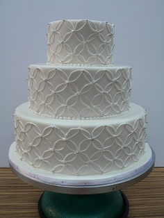 Classic wedding cake fondant iced by CAKE Amsterdam - Cakes by ZOBOT, via Flickr
