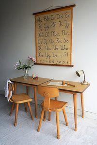 Vintage schoolbureau van Liefs van Liesje Vintage Playroom, Modern Playroom, Small Shared Bedroom, Kids Bedroom, Kids Playroom Colors, Playroom Curtains, Kids Room Design, Kids Decor, Kids House