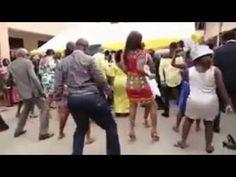 GHANIAN WEDDING GUESTS DANCE TO POPCAAN SONG!