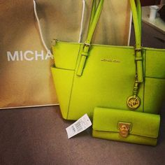 Michael Kors Bags Factory Outlet Online, Cheap MK Bags on Sale : - Christmas Cases Totes Satchels Shoulder Bags Clutches iPad Case Wallets Shoes Backpacks Accessories Value Spree Michael Kors Outlet, Cheap Michael Kors, Mk Handbags, Handbags Michael Kors, Michael Kors Bag, Fashion Handbags, Fashion Shoes, Mickeal Kors, Pin Up Style