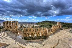 """El odeón de Herodes Atticus está en la Acrópolis de Atenas, #Grecia. Construido en el año 161 d.C y conocido como """"Herodeon"""", este teatro fue diseñado para realizar audiciones musicales y, tras su restauración en los años 50, todavía se sigue utilizando. Toda una joya."""