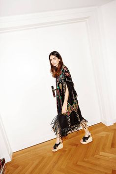 Stylebop's fashion director Leila Yavari shares her personal style in 3 looks. Leila Yavari, We Wear, How To Wear, Holy Chic, Fashion Articles, Spring Looks, Her Style, World Of Fashion, Cool Girl