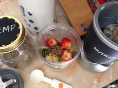 Preparando un Smothie de #fresa #hemp #piña # espinaca #acelga