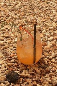 Red Sea Cocktail. Este Cocktail es una creación de Jorge Balbontín, Cocktail Brand Manager de Global Premium Brands, inspirado, como ya es habitual en las propuestas y tendencias que nos presenta Gin Mare, en los sabores y aromas del Mediterráneo, con elementos poco frecuentes en la coctelería actual como el Pimiento Rojo.
