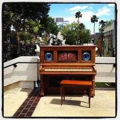 LAs street pianos / I wish these were still around.  This one is so awesome