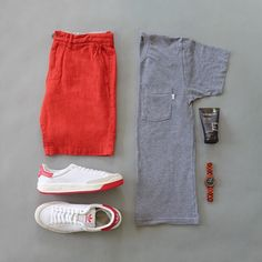The casual continues with a summer inspired combo with a pop of color. Red has been my favorite color since I was young so it's nice to wear it for a change! T Shirt: @loyalcollective Watch: @woodgrain_watches Sneakers: @adidasoriginals Shorts: @niftygenius Essentials: @everymanjack No Show Socks: @therealninjasox