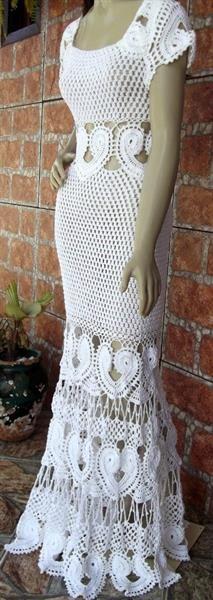 Шикарное вязаное крючком платье
