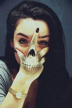 Image about girl in Tatoo🃏 by Sara Puddu on We Heart It Tattoo Girls, Girl Tattoos, Tattoos For Women, Tatoos, Crazy Tattoos, Hand Tattoos, Skull Hand Tattoo, Tattoo Mascara, Body Painting