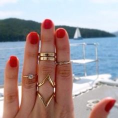 Diamond shaped ring- gold tone Brand new. Gold tone size 7. Peace Love Flair Jewelry Rings