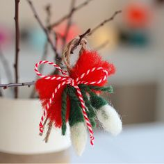 Christmas Wreaths, Christmas Cards, Christmas Ornaments, School Projects, Projects To Try, Baba Marta, Yarn Dolls, Needle Felting Tutorials, Paper Crafts