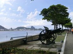 Meeting Copacabana and Arpoador. Learn Portuguese and discover Rio de Janeiro and Brazil with RioLIVE! Activities from Rio & Learn Portuguese School. Learn Portuguese, Brazil, The Past, Coast, Museum, Activities, Learning, Nice, Building