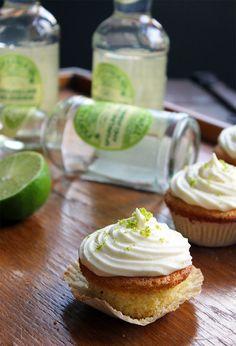 Juniper Berry Lime Cupcakes with Fentiman's Sparkling Lime and Jasmine Icing Caramel Recipes, Donut Recipes, Healthy Dessert Recipes, Vegan Recipes Easy, Cupcake Recipes, Desserts, Lime Cupcakes, Berry Cupcakes, Dessert Blog