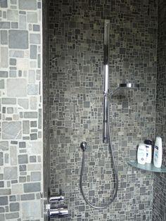 Rivestimento vasca in marmo effetto mosaico. Mosaico su ...