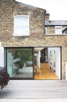 Rehab Diaries: A Notting Hill Kitchen Extension, Natural Light Included - Remodelista Transformation of a kitchen-dining space in London's Notting Hill by architect Johnny Holland, creating a seamless indoor-outdoor flow. (Photo by Simon Bevan) Victorian Terrace, Victorian Homes, Modern Patio Doors, Casa Loft, Side Return, House Extensions, Kitchen Extensions, Sliding Glass Door, Sliding Patio Doors