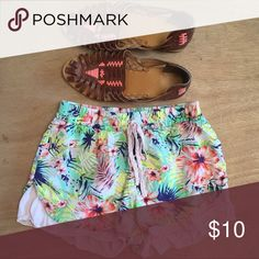 Summer tropical shorts XS Love love love these! So cute w a trapeze tank top. Perfect for kicking around town and the beach. From a clean, smoke and pet hair free home. Elodie Shorts