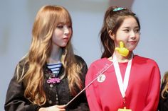 Moonbyul and Solar South Korean Girls, Korean Girl Groups, Mamamoo Moonbyul, Solar Mamamoo, I Love Mom, K Idol, These Girls, Cool Bands, Kpop Girls