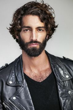 Treat itchy, dry skin under your beard. Beard and Company offers the best beard care products made with premium organic ingredients, proudly made in Colorado. Haircuts For Wavy Hair, Cool Haircuts, Haircuts For Men, Men Hairstyles, Mens Short Curly Hairstyles, Medium Curly, Medium Hair Styles, Hair And Beard Styles, Curly Hair Styles