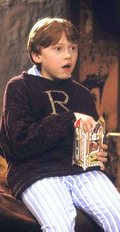 Reasons Ron Weasley is underrated: stayed at Hogwarts for Christmas because his best friend didn't have a home to go to. Harry Potter Casas, Casas Estilo Harry Potter, Mundo Harry Potter, Harry Potter Love, Harry Potter Characters, Harry Potter Universal, Harry Potter World, Harry Potter Ron Weasley, Harry Potter Jumper