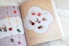 preserved flower accessory プリザーブドフラワーアクセサリー 「渋沢英子のプリザーブドフラワーで作る花小物」「朝日新聞出版9