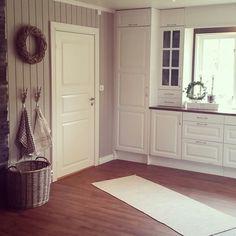 Nymalt kjøkken med fargen kalkgrå fra jotun.