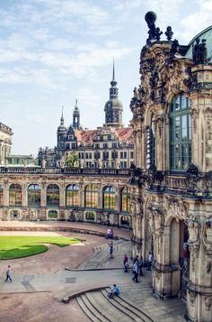 """【德国--德累斯顿】Dresden,Germany。德累斯顿意为河边森林的人们,是德国萨克森自由州的首府,德国东部重要的文化、政治和经济中心。由于德累斯顿温和的气候和合适的城市建设位置,以及易北河上精美的巴洛克式建筑,使德累斯顿得到""""易北河畔的佛罗伦萨""""的美称。历史上曾经有60年的时间,德累斯顿都会区(含附近郊区)是仅次于柏林、汉堡和科隆的德国第四大都市区。"""