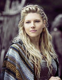 "Lagertha - played by Katheryn Winnick (actually she is Ukrainian) While the dialogue in ""Vikings"" is less than inspiring, this actress makes the most of her lines. I love her acting and her coiffure! Katheryn Winnick Vikings, Lagertha Hair, Vikings Tv Show, Ragnar Lothbrok, Floki, Girl Crushes, Hair Inspiration, Character Inspiration, Wedding Hairstyles"