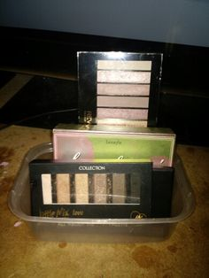 Take away container perfect for storing small palettes & blushers