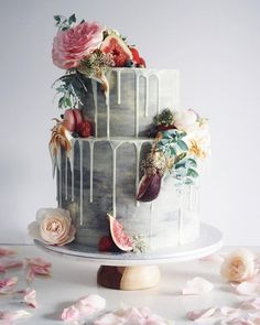 If you ever ask me the trend for wedding cakes I will absolutely recommend you the marble wedding cakes. They have been having a moment for a while and brides are thrilled to have a marbled wedding cake for their big day. Gorgeous Cakes, Pretty Cakes, Amazing Cakes, Naked Wedding Cake, Floral Wedding Cakes, Floral Cake, Wedding Bouquets, Drip Cakes, Baby Shower Cakes