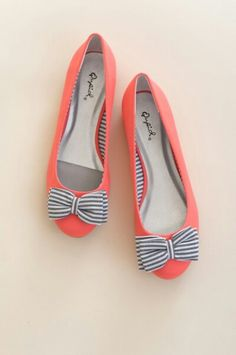 Aren't these the cutest flats you ever did see? The colors work so well together as well as the stripes.