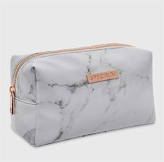 Finish your Instaworthy Marbleous Collection with the white marble print makeup bag. The soft faux leather bag is finished with a rose gold zip, stylish white l Vanity Mirror Ikea, Diy Vanity, Mirror Lamp, Bridesmaid Tote Bags, Bridesmaids, Home Design, Makeup Vanity Decor, Makeup Desk, Handbags For School