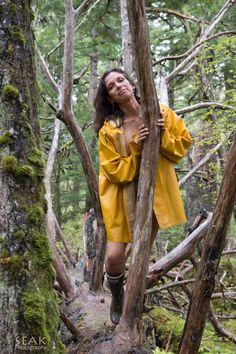 this would great all week Raincoat Jacket, Pvc Raincoat, Yellow Coat, Yellow Raincoat, Girls Wear, Women Wear, Rainy Day Fashion, Vintage Underwear, Rain Wear