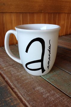 Initial Name mug. Personalized just for you by AnneAvenue on Etsy Sharpie Projects, Sharpie Crafts, Sharpie Art, Sharpies, Pottery Painting, Ceramic Painting, Diy Becher, Name Mugs, Diy Mugs