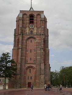 De Aldehoven in Leeuwarden. De klokkentoren die scheef is gaan staan met de jaren. Oud gebouw en staat er nog steeds.