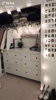 Picture hanger from Christmas lights ✨ - HOME DECORPicture hanger from Christmas lights ✨ christmas hanger lights pictureVSCO member member zimmer dekorationzimmer Teen Room Decor Ideas dekora . Room Ideas Bedroom, Small Room Bedroom, Bedroom Inspo, Teen Bedroom, Small Teen Room, Diy Bedroom, Vintage Teenage Bedroom, Bedroom Decor Ideas For Teen Girls, Bedroom Ideas For Women In Their 20s