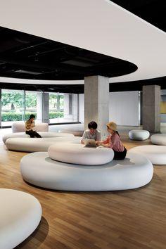Zero Space by Igarashi Design Studio at Musashino Art University Student Lounge, Office Lounge, Home Office, Office Interior Design, Office Interiors, University Interior Design, Green Lounge, Lounge Design, Design Studio