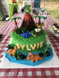Post with 0 votes and 715974 views. My daughter kept asking for a chocolate dinosaur cake. My mom is not a professional, but I think she delivered pretty well! 4th Birthday, Birthday Cake, Birthday Parties, Birthday Ideas, My Mom, To My Daughter, Dino Cake, Homemade, Chocolate