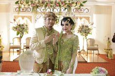 Pernikahan Adat Jawa Deta dan Prima - 11226945_10153509569155890_314396132177030245_o